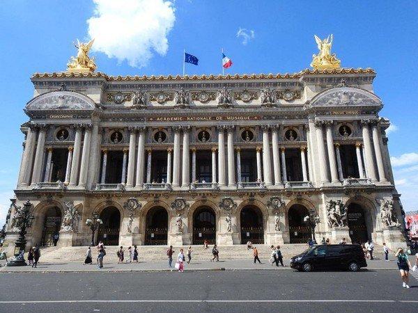 Le mystérieux lac sous l'Opéra Garnier .