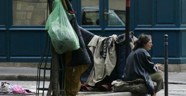 Femmes à la rue : elles seront accueillies à l'Hôtel de Ville de Paris cet hiver .