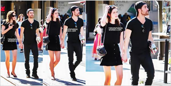 02/05/2017 : Phoebe toujours accompagner de son chérie Paul se baladant dans les rue de West Hollywood. Tenue assez simple comme à son habitude et aussi noir à son habitude. J'attribue un top malgré que sa soit très très simple je trouve.