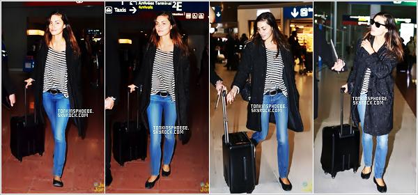 05/03/2017 :  La magnifique Phoebe à étais vu arrivant à l'aéroport de Charles de Gaulle qui se trouve à Paris. Et c'est la premiére sortis de la belle en mars, elle est radieuse j'aime beaucoup mise à part toujours c'est ballerine horrible et totalement démodé.
