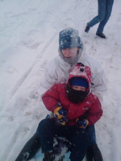 ma femme mon fils joue a la neige