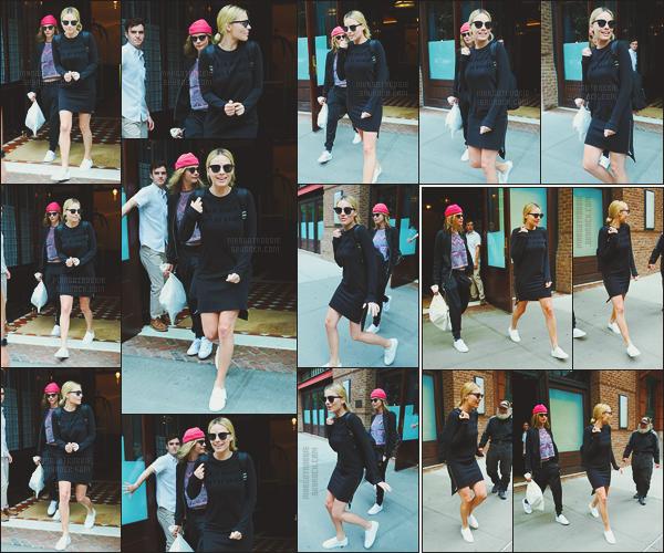 - -• 02/08/16- : La promotion américaine terminée, Margot Robbie et sa co-star Cara Delevingne quittaient leur hôtel - NYC.    Les deux amies logeaient dans le même hôtel. Cette fois-ci, le casting se rend en direction de la capital anglaise Londres pour continuer la promotion. -