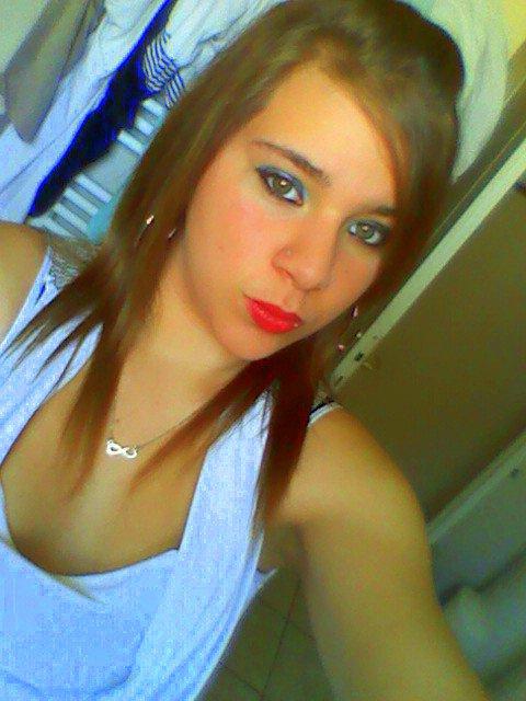 { _ Le blog d'une jeune femme de 18 ans qui à beaucoup été déçu en amour ! A travers ce blog elle écrit ce qu'elle ressent pour pouvoir se sentir mieux :$ Bonne visites <3