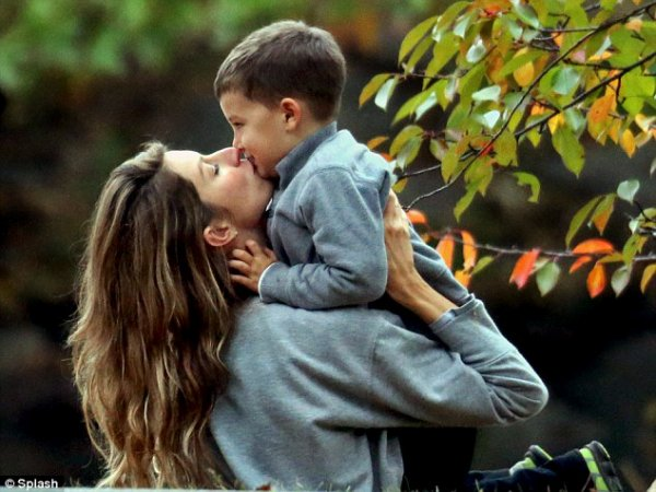 Gisele Bündchen : Amoureuse et câline pour une journée au parc