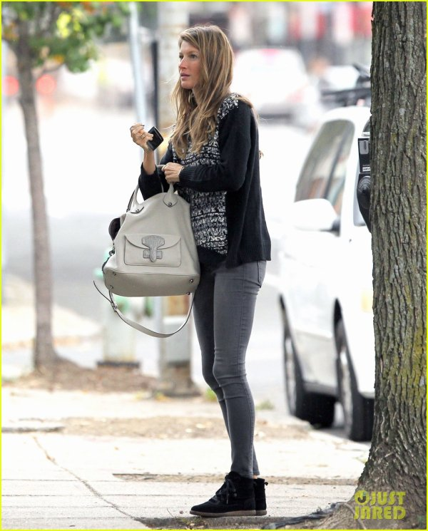 Gisele Bundchen Does Her Morning Yoga with Vivian!