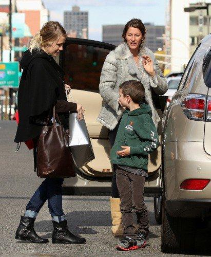 Gisele Bündchen : une maman attentionnée qui couvre d'amour son beau-fils John !