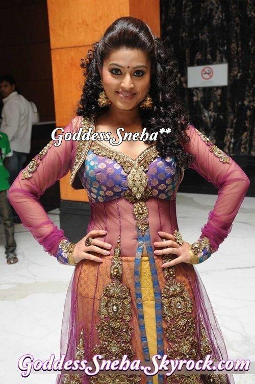 Goddesssneha S Articles Tagged Sneha Karishma Jashn 2011 Fashion Show Goddesssneha Skyrock Com