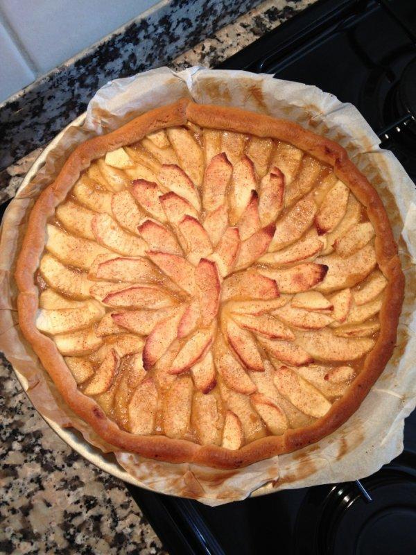 Tarte aux pommes vanillées sur un lit de compote pomme/vanille