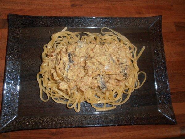 Linguine aux saint-jacques,crevettes roses,champignons noirs et sauce crémeuse au curry