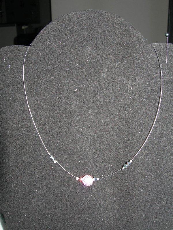 collier sur cable acier gris perle shamballa rose et toupies swarovski cristal : plusieurs couleurs disponibles : 9 euros