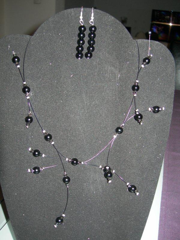 collier  et B.O. pour mariage ou soirée : perles nacrées et toupies swarovski noires