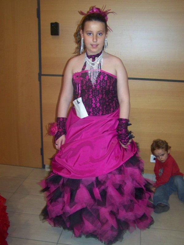 Robe de mariee rose fushia et noir