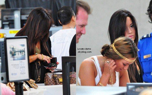 .  Le 6 mai, Demi a été photographié partant de l'Aéroport LAX - pour ne pas changer - accompagné de sa famille à Los Angeles, CA.+ De nouvelles photos Twitter   .