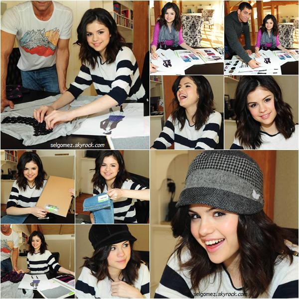 Le 30/08/2011 Selena dans sa maison lors de la création de sa propre ligne de vêtement « Dream out loud »