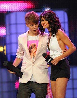 10 octobre 2011 - Justin Bieber et Selena Gomez dirige vers une rupture. Le jeune couple, qui sont rapidement devenus un des plus chauds couples d'Hollywood
