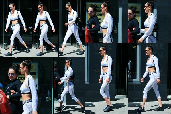 08.04.2017 ─ Bella Hadid a été photographiée, pendant, qu'elle quittait son appartement, étant, dans Manhattan.Un peu plus tard, la mannequin BH a été photographiée dans les rues de NY.. Concernant sa tenue, je ne suis pas trop fan de son legging pour ma part !