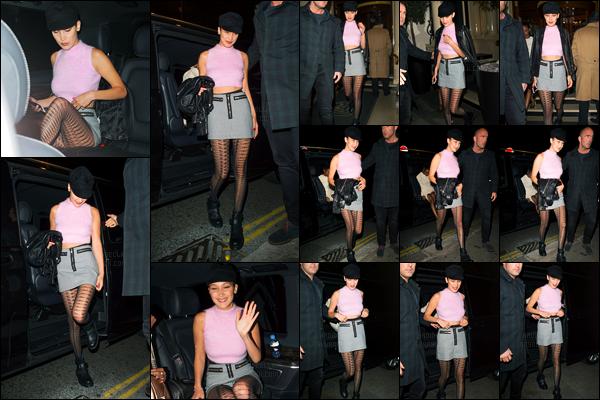 19.04.2017 ─ Bella Hadid a été photographiée alors qu'elle était dans les  rues, étant, dans Londres en Angleterre.La belle BH enchaîne les sorties, ça fais plaisir de la revoir... Concernant sa tenue, c'est un peu court tout ça pour ma part, mais un top quand même !