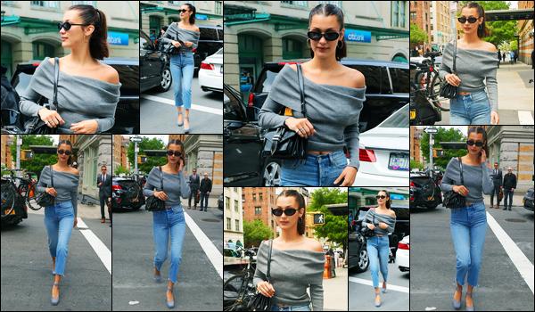 10.05.2017 ─ Bella Hadid a été photographiée, alors, qu'elle arrivait à l'appartement de Gigi Hadid à New-York C.Un peu plus tôt la belle a été photographiée dans les rues de New-York City, sûrement pour se rendre chez sa soeur. Concernant sa tenue c'est un top