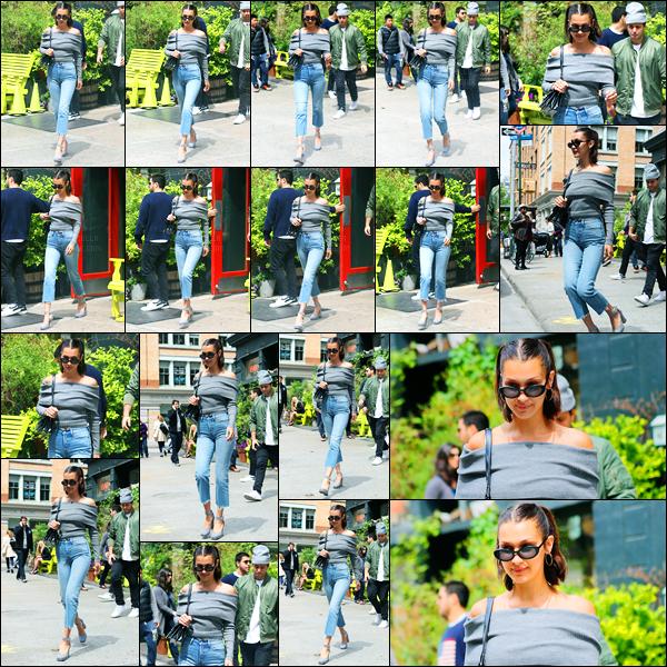 10.05.2017 ─ Bella Hadid a été photographiée, alors, qu'elle quittait le restaurant Bubby's, étant, à New-York City.C'est en compagnie de son amie, Hailey Baldwin, que la belle a été photographiée... Concernant sa tenue, c'est toujours la même, donc c'et un top !