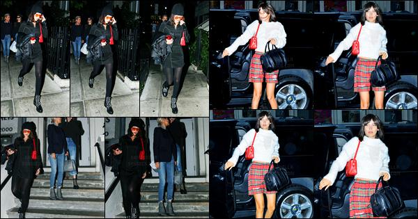 06.06.2017 ─ Bella Hadid a été photographiée alors qu'elle se promenait dans les rues étant dans New-York City.La veille, la belle mannequin a été photographiée alors qu'elle arrivait à l'appartement de Gigi Hadid. Concernant sa tenue, c'est un beau top pour moi