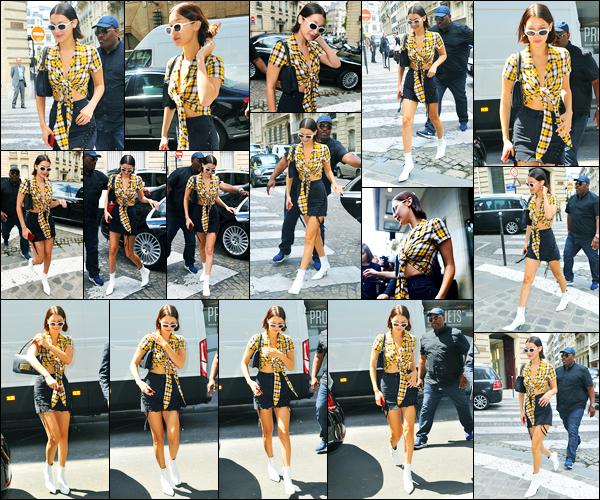 03.07.2017 ─ Bella Hadid a été photographiée, alors, qu'elle quittait son hôtel, qui se situe, dans Paris, en France.La belle enchaîne les sorties en ce moment, et les paparazzi ne la loupe pas d'une seconde dans Paris ! Concernant sa tenue, j'aime beaucoup, c'est top !