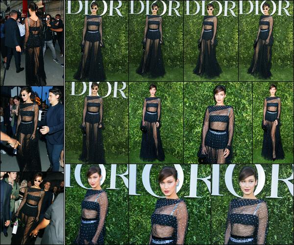 03.07.2017 ─ Bella Hadid était présente lors du défilé de « Christian Dior » pour la fashion week étant dans Paris.Un peu plus tôt, elle a été vue arrivant au défilé. La belle a posée sur le tapis vert du défilée... Concernant sa tenue, j'aime beaucoup, c'est donc un top !