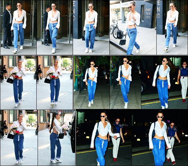 18.07.2017 ─ Bella Hadid a été photographiée alors qu'elle quittait son appartement dans Manhattan à New-YorkLa belle a ensuite été photographiée quittant un set de photoshoot avec un bouquet de fleurs, puis plus tard dans les rues de New-York C. C'est un top !