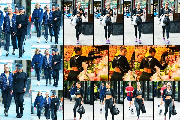 25.07.2017 ─ Bella Hadid a été photographiée, alors, qu'elle se promenait dans les rues avec Gigi H. à New-York.La belle mannequin B. a ensuite été photographiée alors qu'elle se promenait encore dans les rues de New-York pour faire les courses. Sa tenue est top !