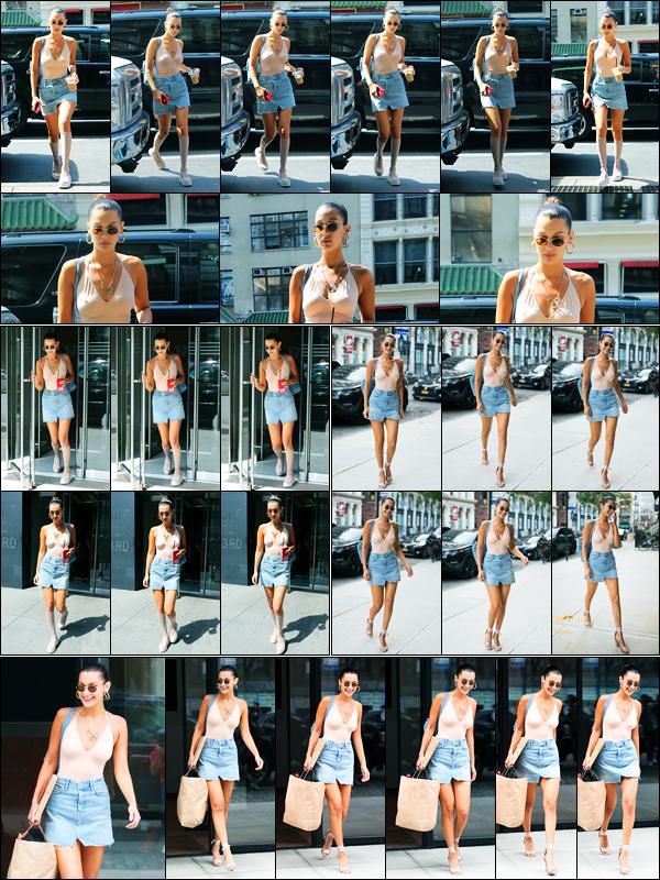 28.08.2017 ─ Bella Hadid a été photographiée alors qu'elle se rendait au bureau de Victoria's Secret à New-York.Plus tard, la belle a été photographiée quittant son appartement, pour rejoindre celui de sa soeur Gigi, puis le quittant. Concernant sa tenue, c'est un top.