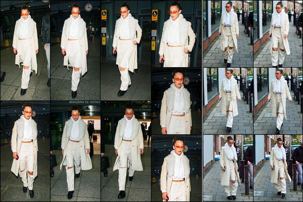 07.12.2017 ─ Bella Hadid a été photographiée alors qu'elle arrivait à l'aéroport  Heathrow étant dans Londres, UK.Un peu plus tard dans la journée, la belle mannequin BH a été photographiée se promenant dans les rues de Londres. Concernant sa tenue, c'est un top.