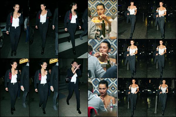 15.01.2018 ─ Bella Hadid a été photographiée alors qu'elle quittait le restaurant « Assaje », étant à Milan en Italie.La belle Hadid a donc également été photographiée entrain de manger sa pizza, en toute élégance évidemment. Concernant sa tenue, c'est un beau top !