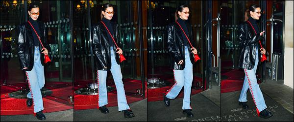 25.01.2018 ─ Bella Hadid a été photographiée, alors, qu'elle quittait l'hôtel le « Royal Monceau » étant dans Paris.C'est en soirée dans la nuit que nous avons retrouvé la belle quittant son hôtel Parisien. Concernant la tenue de celle-ci, c'est un flop de ma part perso...