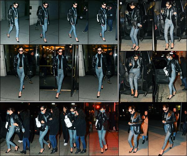 -05/02/2018- ─ Bella Hadid a été photographiée alors qu'elle quittait les bureaux de l'agence « IMG Models » à New-YorkLe soir, la belle mannequin a été photographiée dans les rues avec son amie Ally à New-York... Concernant sa tenue, c'est un jolie petit top de ma part !