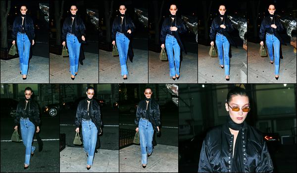 -12/02/2018- ─ Bella Hadid a été photographiée alors qu'elle déambuler dans les rues de la grande ville à New-York City !C'est tard le soir et après une grosse journée pour la belle mannequin B. qu'elle a été aperçue dans les rues de NYC. Concernant sa tenue, c'est un top !
