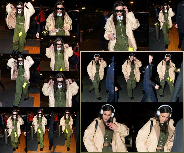 -25/02/2018- ─ Bella Hadid a été photographiée, alors, qu'elle arrivait à l'aéroport « Malpensa » dans la ville de Milan, IT.La belle mannequin Bella a donc quitter la ville de Milan pour la FW de Paris puisqu'elle a ensuite été photographiée arrivant à son hôtel à Paris. Beau top