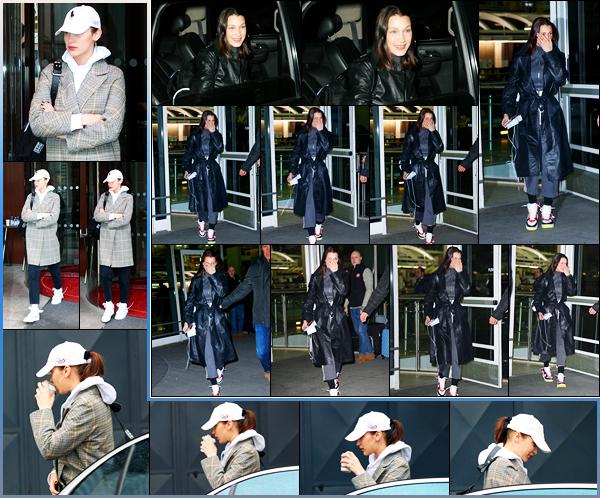 -09/03/2018- ─ Bella Hadid a été photographiée alors qu'elle arrivait à l'aéroport « JFK », étant dans la ville à New-York !La belle mannequin B. est donc rentrer à son domicile après avoir séjourner dans la ville de l'amour ! Concernant sa tenue, c'est un jolie top de ma part !