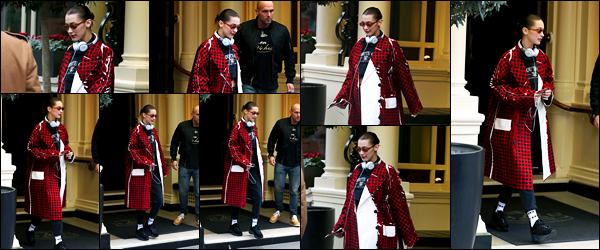-20/02/2018- ─ Miss Bella Hadid a été photographiée alors qu'elle quittait son hôtel, qui se situe, dans la ville de Londres.C'est dans une tenue plutôt originale, mais c'est son style, que la belle mannequin a été photographiée. Concernant celle-ci, c'est un petit bof pour moi !