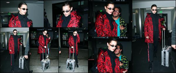 -09/03/2018- ─ Bella Hadid a été photographiée alors qu'elle arrivait à l'aéroport de « LAX », étant dans Los Angeles, CA !La belle mannequin Bella Hadid a donc quittée New-York pour la Californie à LA ! Peu de photos.. Concernant sa tenue de B., c'est un bof pour ma part !
