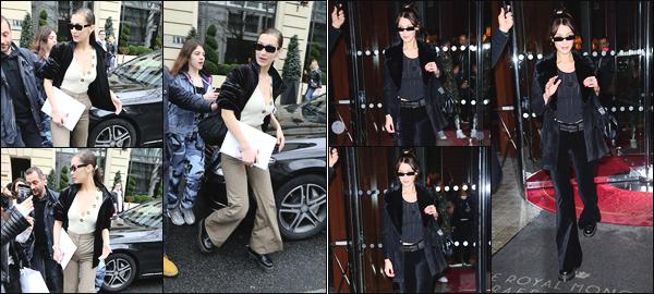 -28/03/2018- ─ Bella Hadid a été photographiée alors qu'elle quittait son hôtel « Royal Monceau » avec Gigi étant à ParisLa mannequin était donc en compagnie de sa grande s½ur ! Le lendemain, Bella a encore quittée son hôtel pour prendre un envol en direction du Japon.