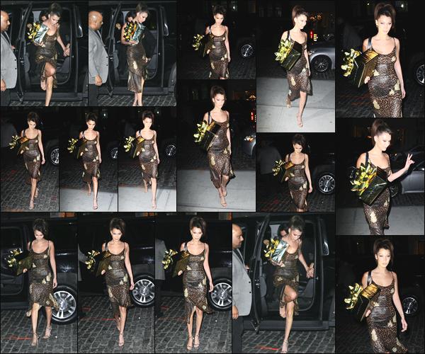 -23/04/2018- ─ Bella Hadid a été photographiée alors qu'elle allait à la fête d'anniversaire de sa s½ur Gigi à New-York C !La belle mannequin B. était en compagnie de sa soeur Gigi Hadid, et un cadeau à la main a été photographiée arrivant à la soirée ! Sa tenue est un top !