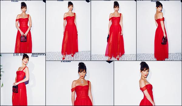 -12/05/2018- ─ Bella Hadid était présente lors du dîner pour : « Madame Figaro » organisé par la marque Dior à Cannes !La belle B.H enchaînent les soirées dans la ville de Cannes, FR ! C'est dans une robe rouge que la belle a posée. Concernant la tenue, c'est un beau top.