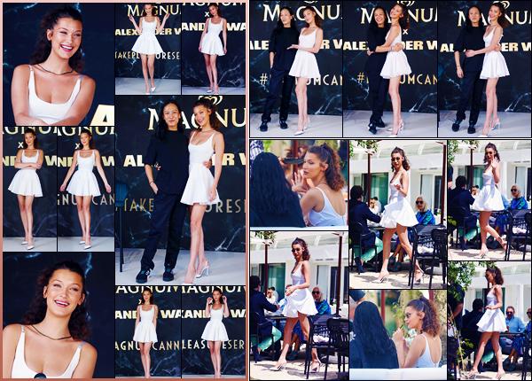 -10/05/2018- ─ Bella Hadid était présente lors de la conférence de presse de la marque « Magnum », étant, dans Cannes !Un peu plus tôt, la belle mannequin B. a été photographiée alors qu'elle déjeunait à Hotel Martinez dans Cannes. Concernant sa tenue, c'est un jolie top.