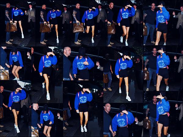 -29/05/2018- ─ Bella Hadid a été photographiée, alors, qu'elle arrivait à l'entrée de son hôtel, étant, dans Londres en UK !La belle mannequin est donc maintenant en Angleterre afin de se rendre à un événement pour la marque de Dior dont elle est l'égérie. Sa tenue est bof.