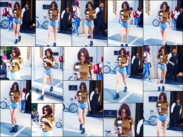 -25/06/2018- ─ Bella Hadid a été photographiée, alors, qu'elle quittait son appartement qui se situe dans New-York City !La belle mannequin ne s'arrête décidément plus et nous donnent de très belle sorties en ce moment ! Concernant sa tenue, c'est un jolie top de ma part !