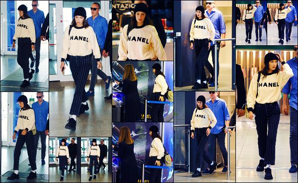 -17/06/2018- ─ Bella Hadid a été photographiée alors qu'elle arrivait à l'aéroport de « Linate » étant dans Milan en Italie !La belle mannequin Bella n'est donc pas rester très longtemps à Milan puisqu'elle est déjà repartie. Concernant sa tenue, c'est un jolie top pour ma part...