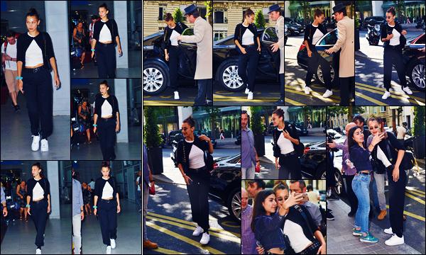 -09/07/2018- ─ Bella Hadid a été photographiée, alors, qu'elle arrivait à l'aéroport de « Charles-de-Gaulle » étant à Paris.La belle mannequin est donc de retour à Paris ! Un peu plus tard, Bella a été photographiée quittant une voiture. Sa tenue est un beau top pour ma part