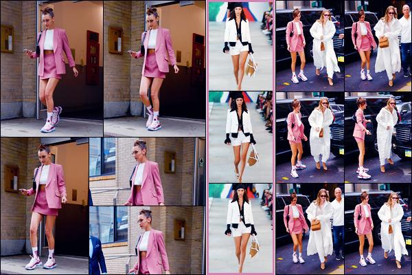 -12/09/2018- ─ Bella Hadid a été photographiée, alors, qu'elle quittait son appartement, qui se situait, dans - Manhattan !La belle mannequin a ensuite été photographiée dans les rues avec Gigi Hadid dans New-York. Concernant sa tenue, c'est un très beau top pour ma part