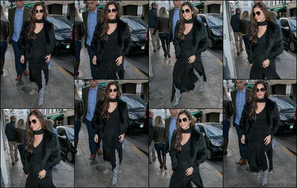 - 30/09/2017 : Cheryl à été photographiée alors qu'elle se promenait dans les rues de Paris. -