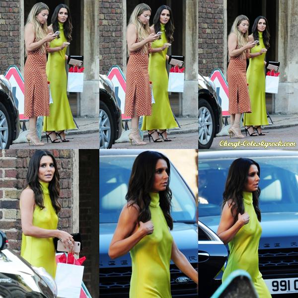 - 27/06/2018 : Cheryl arrivant au Palais Saint-James à Londres ! Je trouve la tenue affreuse, c'est un bof. -