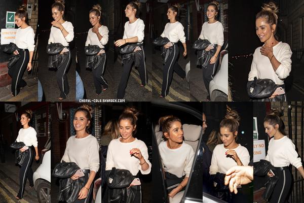 - 24/06/2019 : Cheryl quittant un restaurant se situant à Londres, UK ! J'aime beaucoup sa tenue très simple mais classe ! -